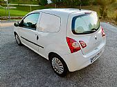 please mouse over this RENAULTTWINGO thumbnail for larger photograph